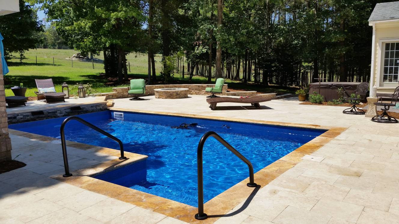 Travertine pool patio with different color travertine coping