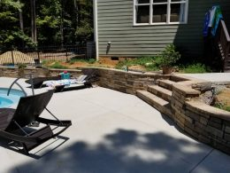 retaining wall with recessed steps